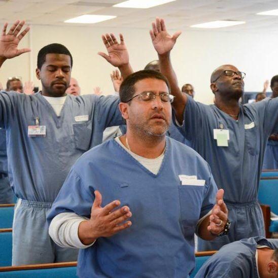 prisoners praying